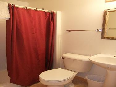 Cabin11_Bathroom2