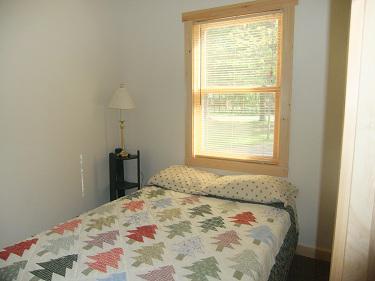 Cabin11_Bedroom2